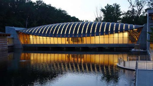 """Crystal Bridges Museum of American Art"" by Kevin Dooley licensed under CC BY 2.0"