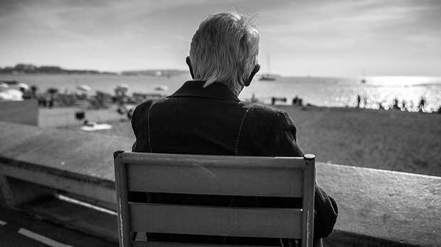 Resultado de imagen de old man watching the beach franck michel