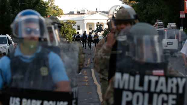 Police in front of the White House