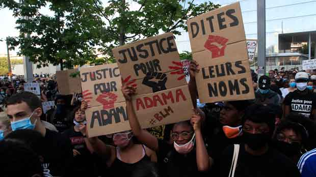 People in France protesting American Police brutality