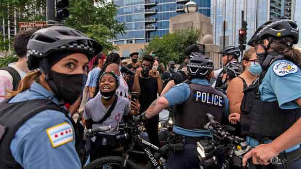 Chicago police and activists crowd