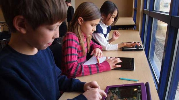 """""""student_ipad_school - 124"""" by Brad Flickinger licensed under CC BY 2.0"""