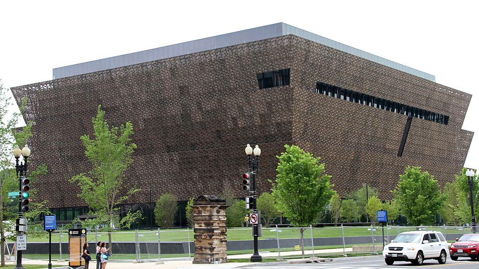 By Tony Hisgett from Birmingham, UK (National Museum of African American History 1) CC BY 2.0 via Wikimedia Commons