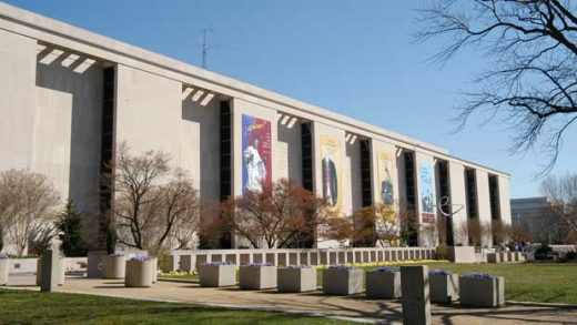 """""""National Museum of American History, on the National Mall in Washington, DC."""" by lorax licensed under CC BY-SA 3.0 from Wikimedia Commons"""