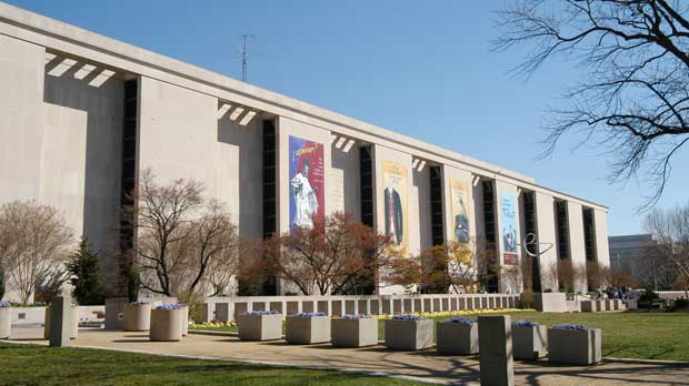"""National Museum of American History, on the National Mall in Washington, DC."" by lorax licensed under CC BY-SA 3.0 from Wikimedia Commons"
